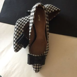 Apt .9 houndstooth and bow pumps